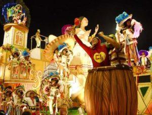 Chaves e Chapolin no desfile da Viradouro, em 2010